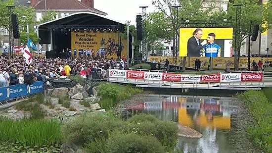 第105届环法自行车赛开幕 车队亮相仪式在拉罗什举行