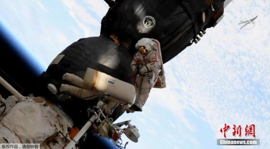 联盟号宇宙飞船破洞成谜 俄宇航员太空采样解密