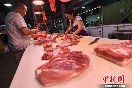 """猪肉价格连跌五个月 养殖加工业应对""""猪周期"""""""
