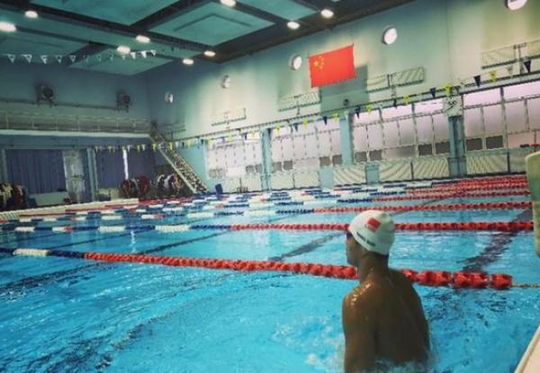 孙杨晒泳照身姿矫健:国旗下训练的感觉真好