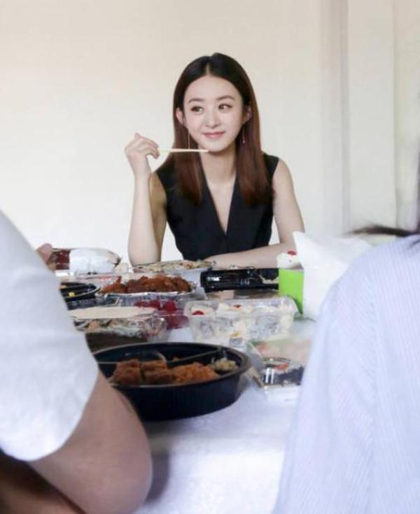 好老板!赵丽颖为工作人员点餐 外卖单惊网友