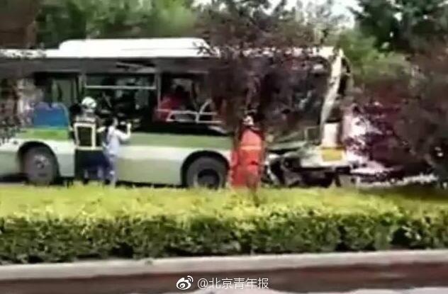 北京一大货车追尾公交车 车上乘客多人受伤