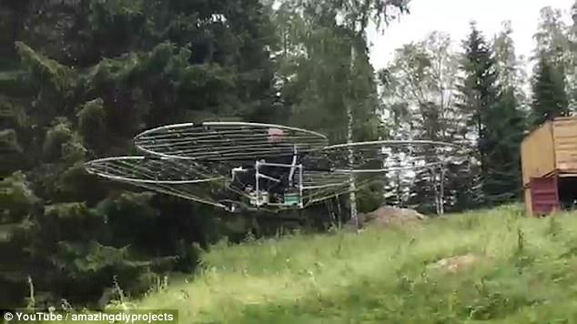 """难以置信!瑞典发明家用76架无人机""""飞上天"""""""