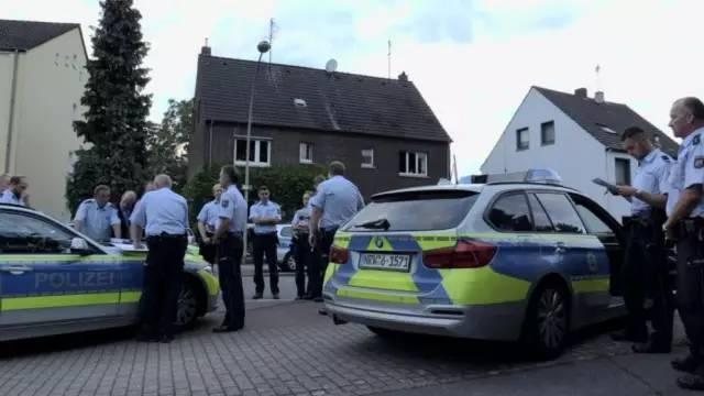 杜伊斯堡250人与警察发生冲突 起因竟是违章停车
