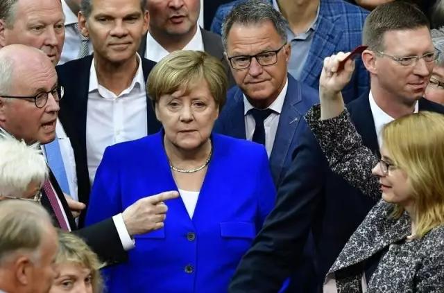 """德国国会表决通过同性婚姻法 默克尔:""""凭良心投票"""""""