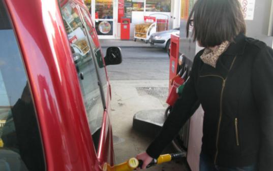加油去吧!法国燃油价格创半年来新低