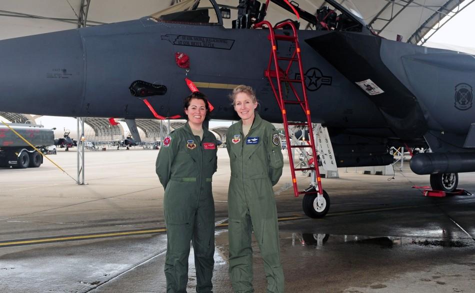 美空军面临窘境:飞行员惨遭挖角 战机没人飞