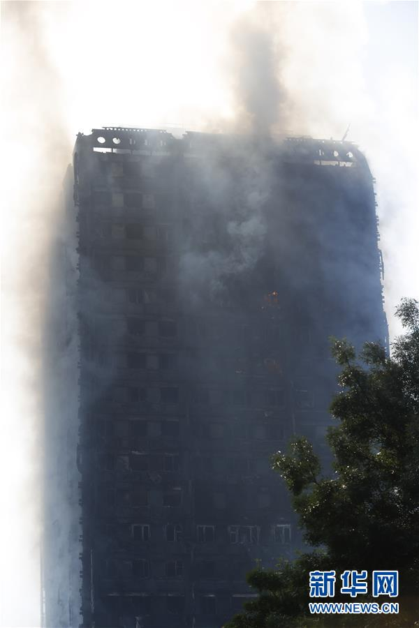 """伦敦大火""""烧出""""至少60栋""""易燃""""高楼"""