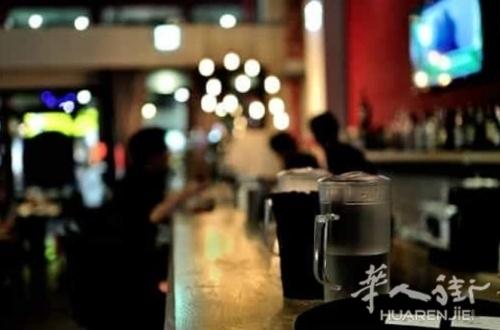曾在华人酒吧闹事毁坏 母子俩被控方要求判处4年半