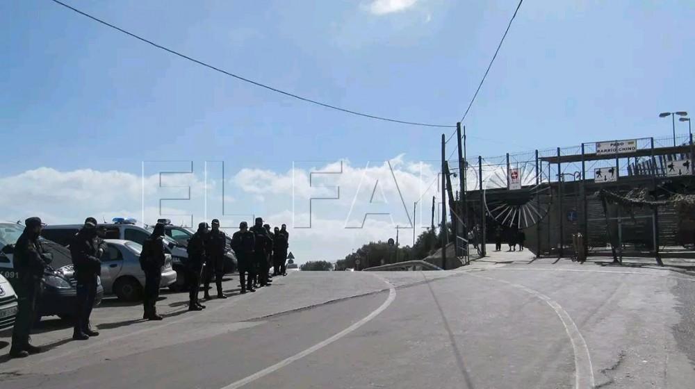 Melilla中国街区警方遭砸酒瓶