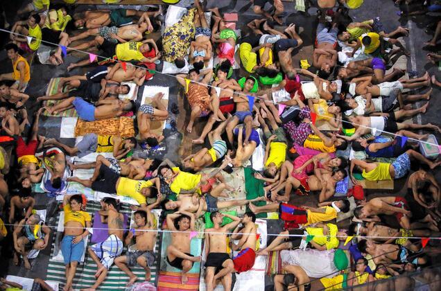 菲律宾监狱超员580% 人均牢房面积不足1平米