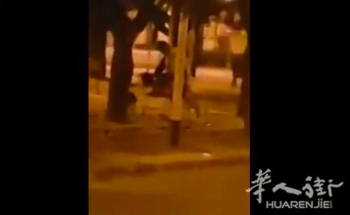 (视频)福贾一对情侣公然在街头长凳XXOO被视频拍