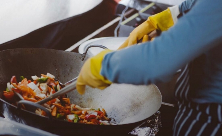 法国餐饮业缺人手,呼吁政府给无证移民就业开绿灯