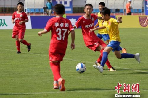 """第21届""""贝贝杯""""青少年足球赛开幕 近600球员参赛"""