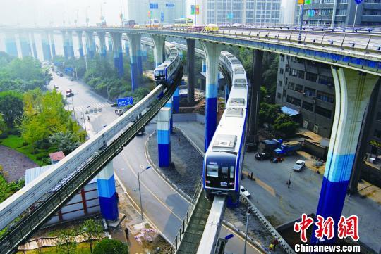 """重庆轨道交通成""""网红"""" 设计师揭秘技术攻关难点"""
