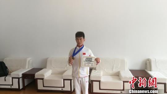 河北衡中学子获世界健美操赛冠军 其父称四岁半随自己习武