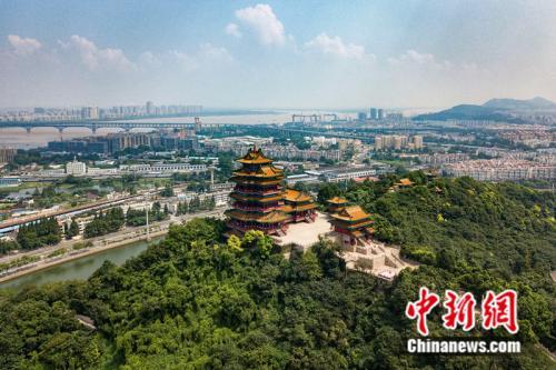 """""""漂""""在长江上的电商:打通在岸离岸""""最后一公里"""""""
