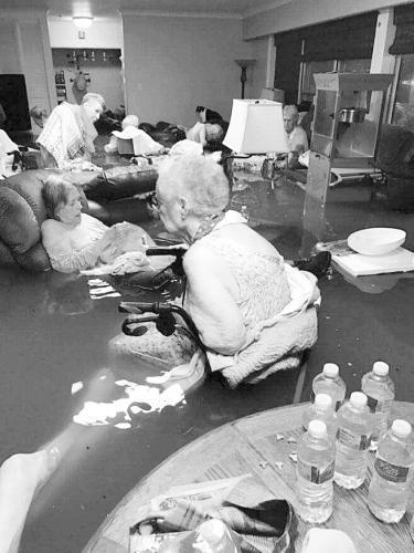 飓风吹得美国得州千疮百孔 政府救灾不力遭强烈质疑
