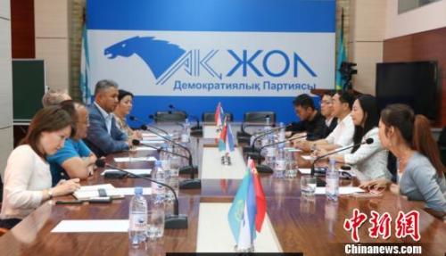 """哈萨克斯坦""""光明道路""""党主席:哈中媒体合作亟待加强"""