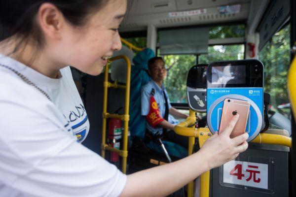 """外媒称中国迎""""支付革命"""":努力让老年人跟上步伐"""