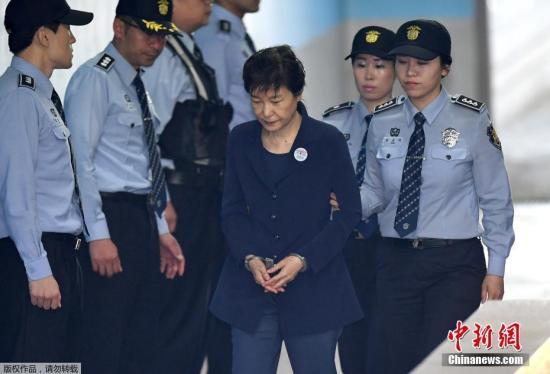 不满法院延长羁押期限判决 朴槿惠律师团表明辞意