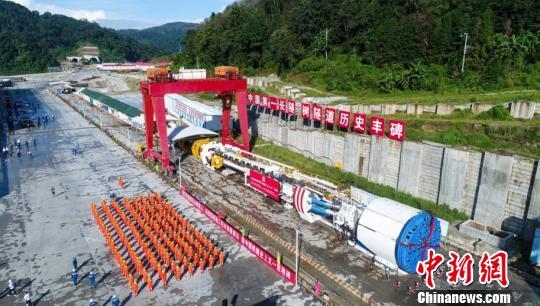 中国首台再制造TBM始发 加速中国第一铁路长隧道建设