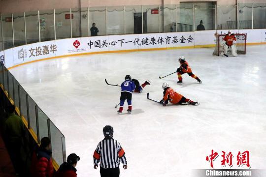 """""""灯塔杯""""选拔赛决赛落幕 搭建冰球交流学习平台"""