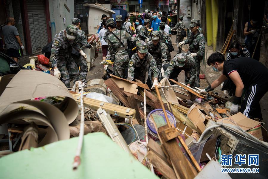 驻澳门部队协助澳门特别行政区政府救助台风灾害