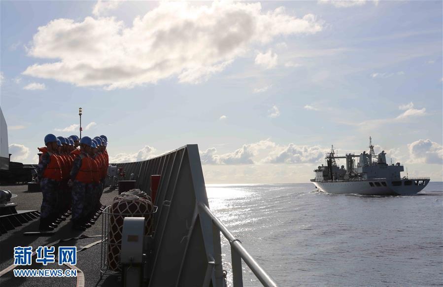 中国海军远航访问编队在印度洋展开实弹演练(组图)