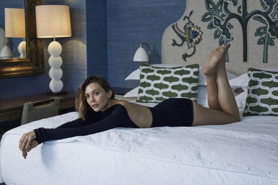 伊丽莎白·奥尔森新写真 湿发诱惑大秀美腿