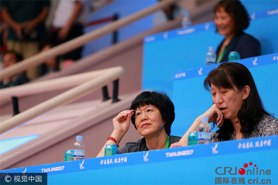 郎平陈忠和安家杰观战全运会女排赛