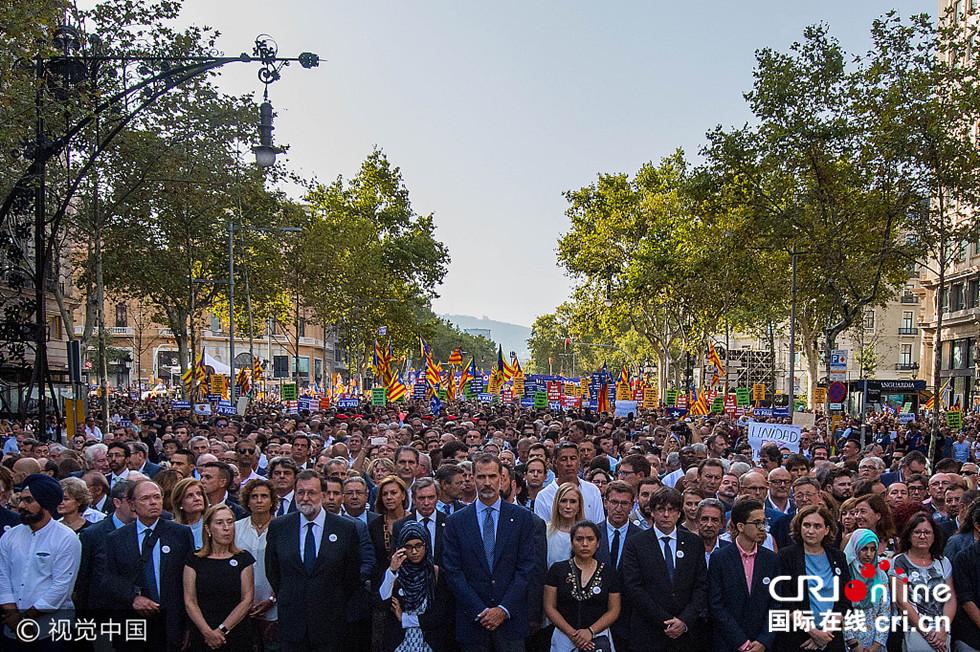 """西班牙国王率50万人反恐大游行 高呼""""我们不怕""""(组图)"""