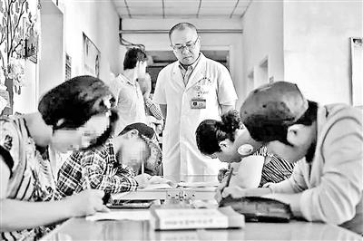 山西医生要求病人住院先考试 试题出自其售卖书目