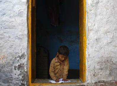 印媒:印度多数贫民人均居住面积不足9平米 低于牢房