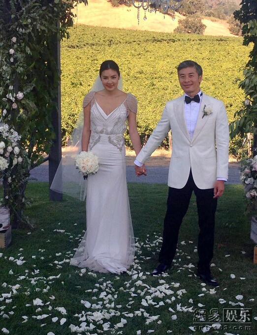 黎明前妻乐基儿再婚 美国举行婚礼与老公十指紧扣