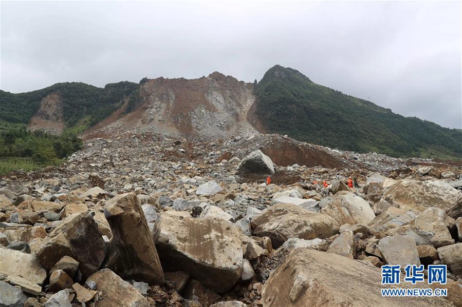贵州纳雍县发生山体滑坡 目前已造成2人死亡25人失联(组图)