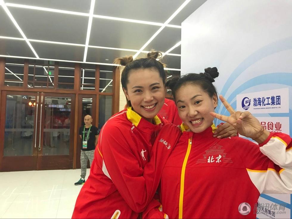 女排赛场欢乐多 北京姑娘集体变身津娃