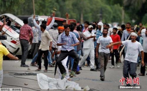 印度骚乱致至少30余人死数百人伤 多地形势紧张