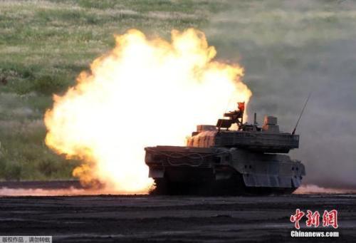 日本举行年度富士综合火力演习 海陆空部队参演
