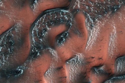 火星季节交替美景壮丽炫目:从冬到春 如海浪摇曳(图)