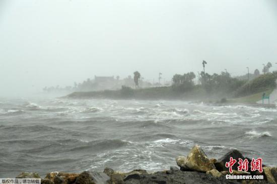 飓风哈维登陆美国:12年来最强飓风 数十万人逃离