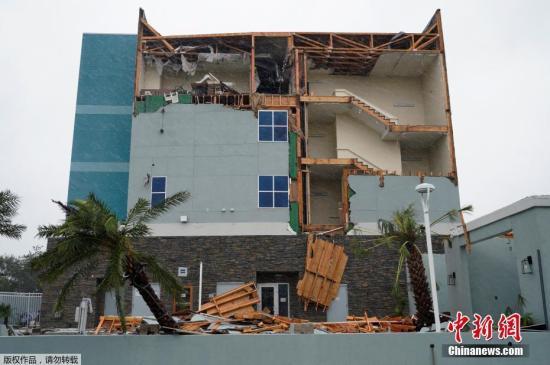 飓风哈维肆虐致居民受困:911打不通 转网上求救